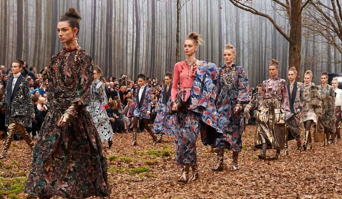 iA Força dos Metalizados: tons envelhecidos brilham na passarela da Chanel